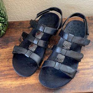 Vionic Amber black sandals